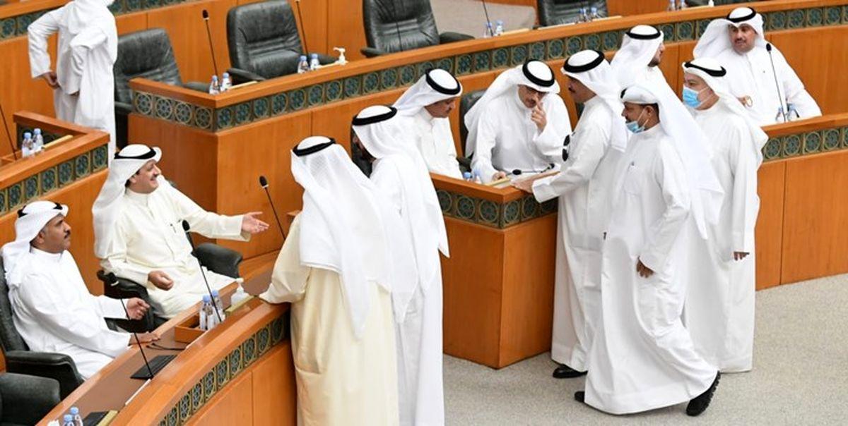 صندلی بازی نمایندگان و وزیران کویت جلسه پارلمان را لغو کرد