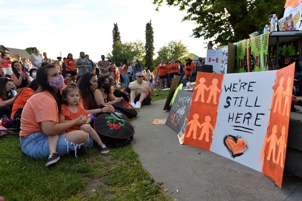 خشم بومیان کانادا از واکنش خنثی و منفعلانه پاپ به فاجعه گور جمعی