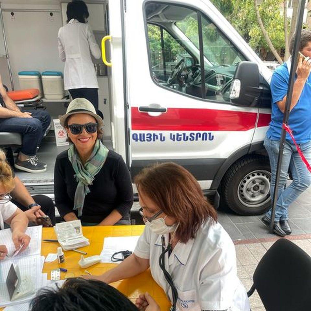 عکس جنجالی خانم بازیگر در ارمنستان درحال تزرق واکسن